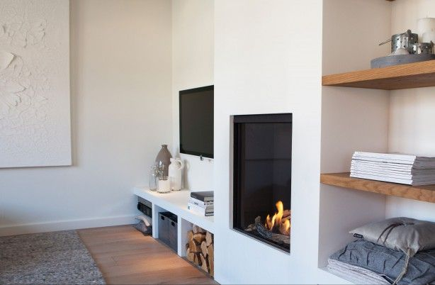 Room inspiration fireplaces the simple proof - Muur plank onder tv ...